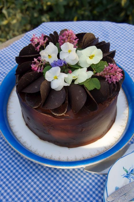 CHOCOLATE GANACHE CAKE COVERING