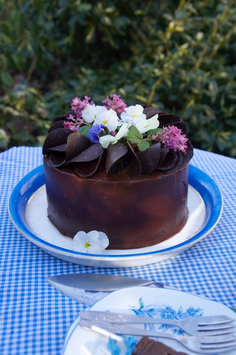 Chocolate Cake Decorated With Flowers : CHOCOLATE GANACHE CAKE COVERING   The Eating Tree